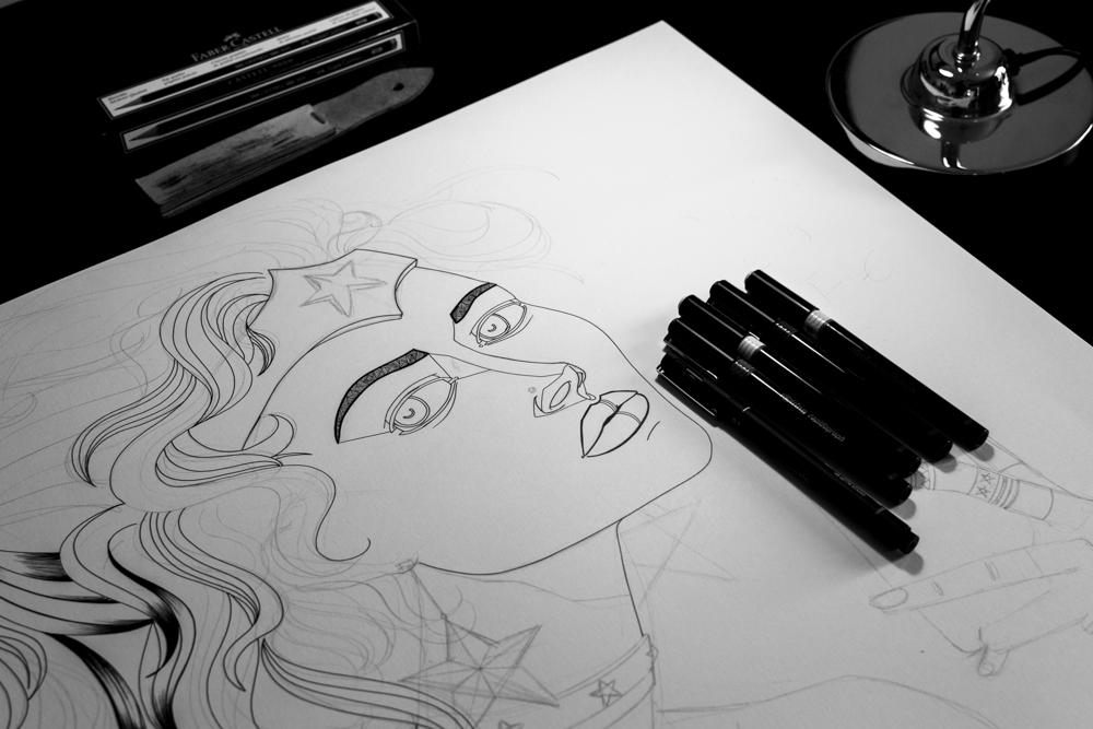 Wonder Woman fan art - Le derrière de la guerrière - Processus créatif 03 - Illustration : Jean-Baptiste MUS Illustrateur Toulon - Dimensions : 50x65 cm - Support : Papier Bristol blanc 250G/m2 - Technique : Crayon 2H, marqueur, feutre, stylo, encre de chine.